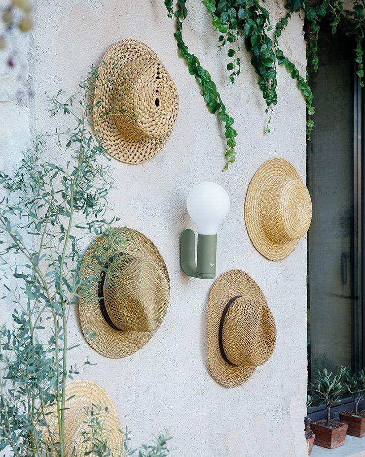 applique murale extérieure fermob led rechargeable mur de chapeaux