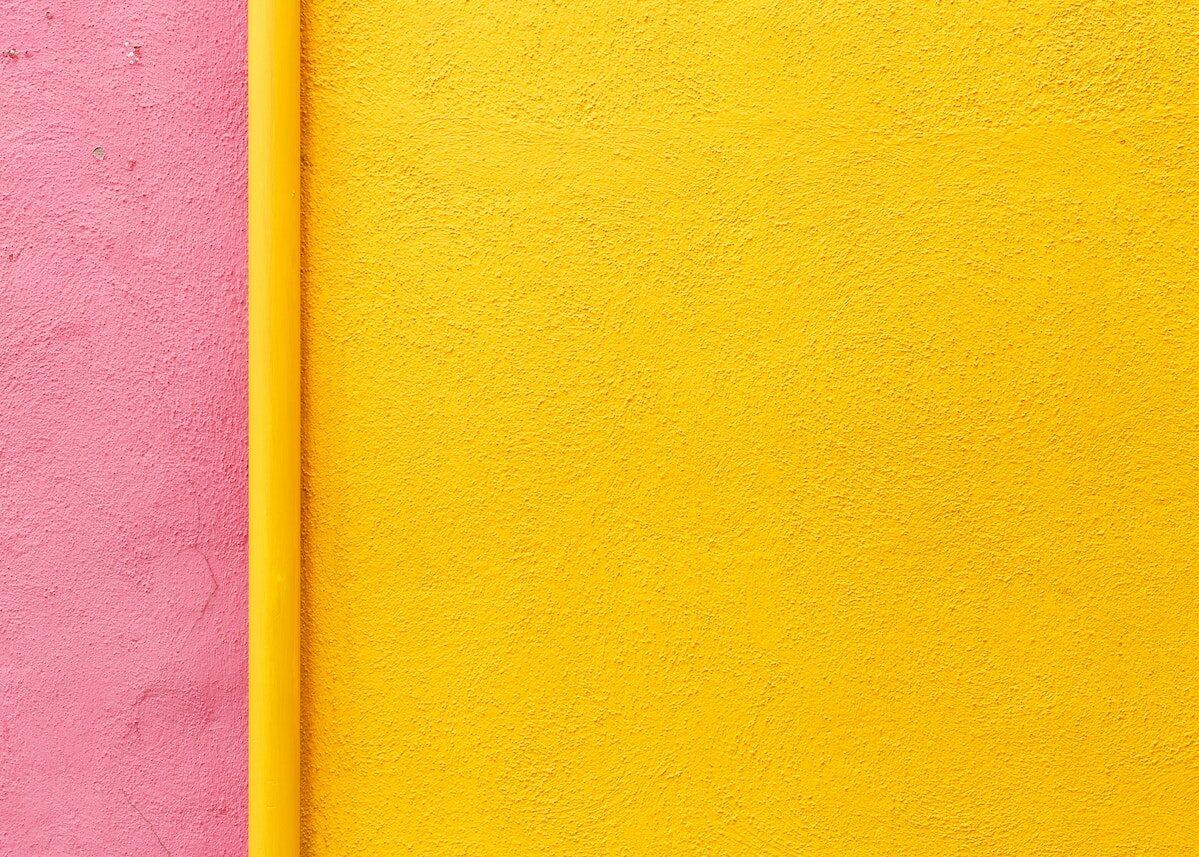 mur de couleur jaune rose peinture flashy chambre