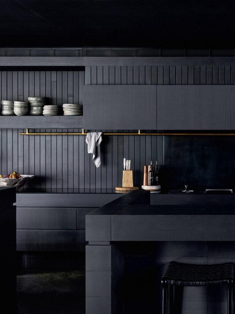 cuisine noire ouverte bois ilot central