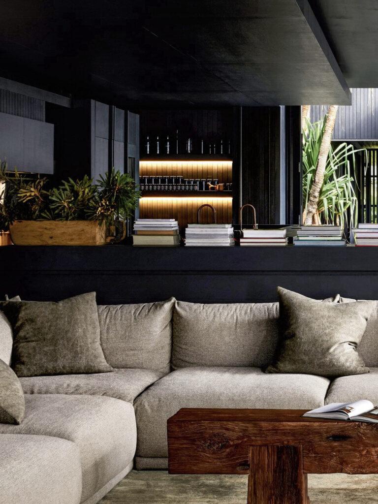 salon nature mur noir canapé beige modulable