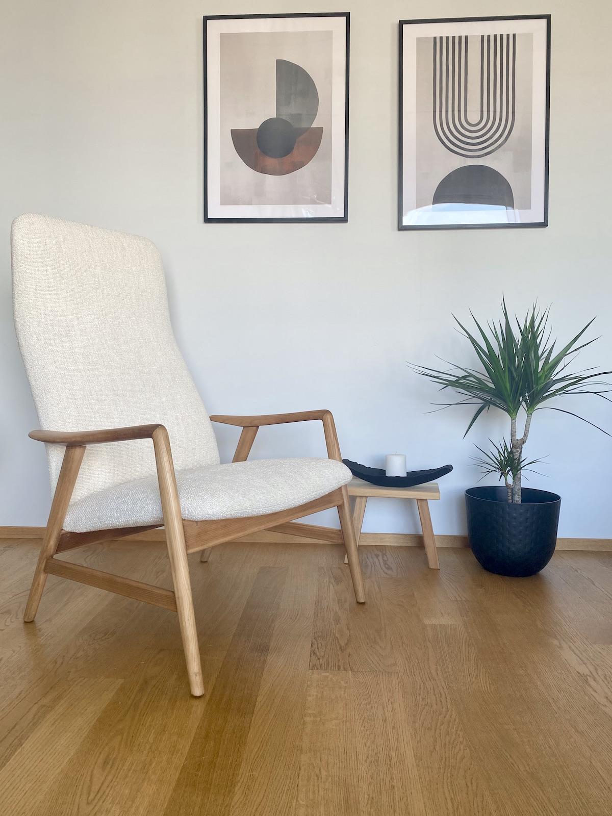 salon rétro moderne noir blanc fauteuil bouclette mid-century