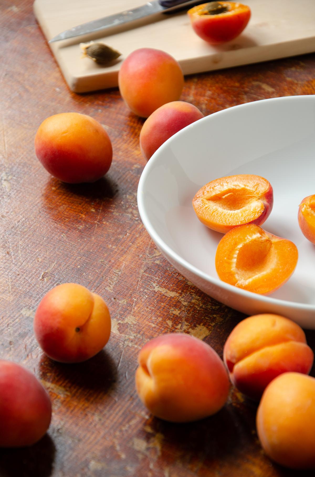 abricot frais de saison quartier - blog cuisine - clem atc