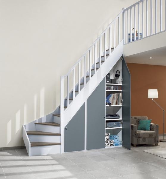 aménager placard sous escalier étagère fermée - blog déco clem