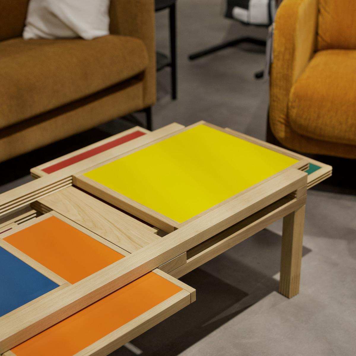 table basse bois mikado Mondrian dalle colorée jaune orange bleu rouge vert