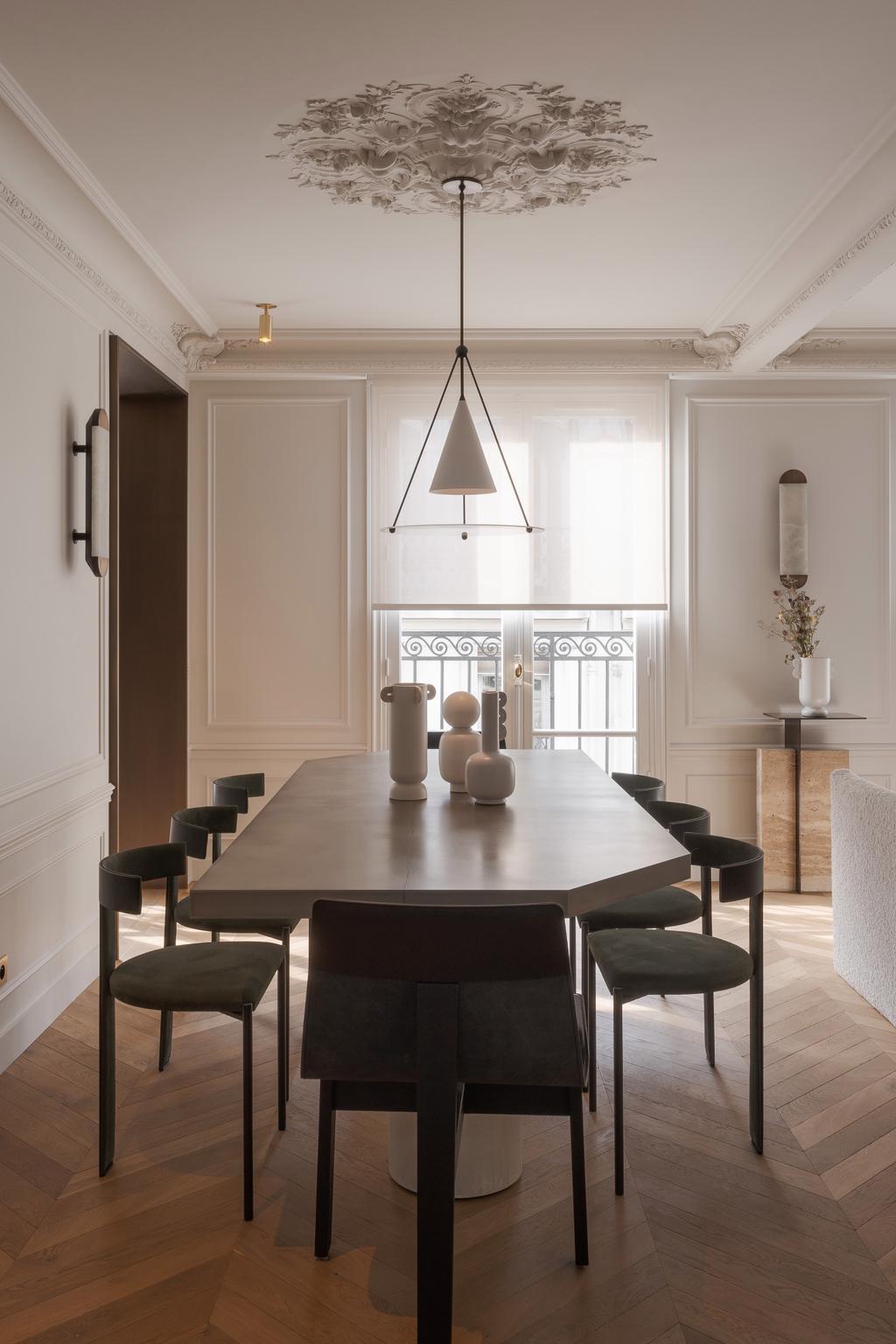 comment aménager salle à manger en longueur vase Muses Ferm Living