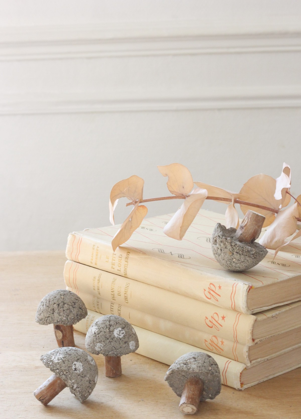 champignons en béton chemin de table diy